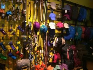 12ラサのカイラスブランド登山具店IMG_0098
